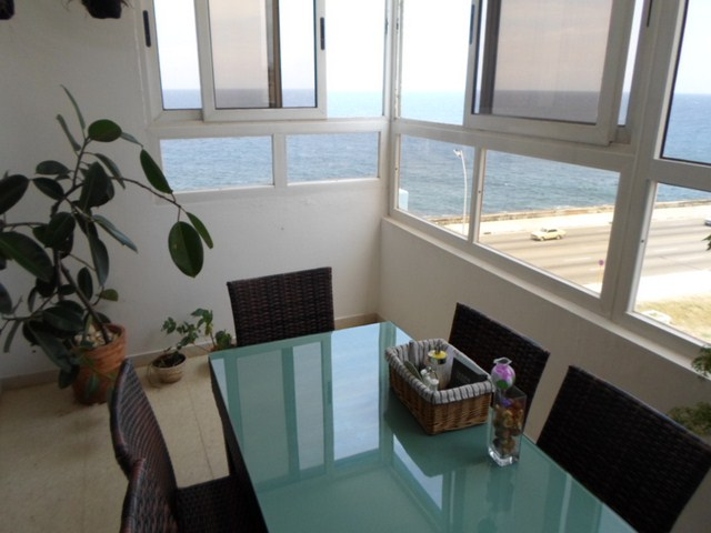 150 - RENT VIP LUXURY APARTMENT VEDADO HAVANA SEAFRONT MALECON